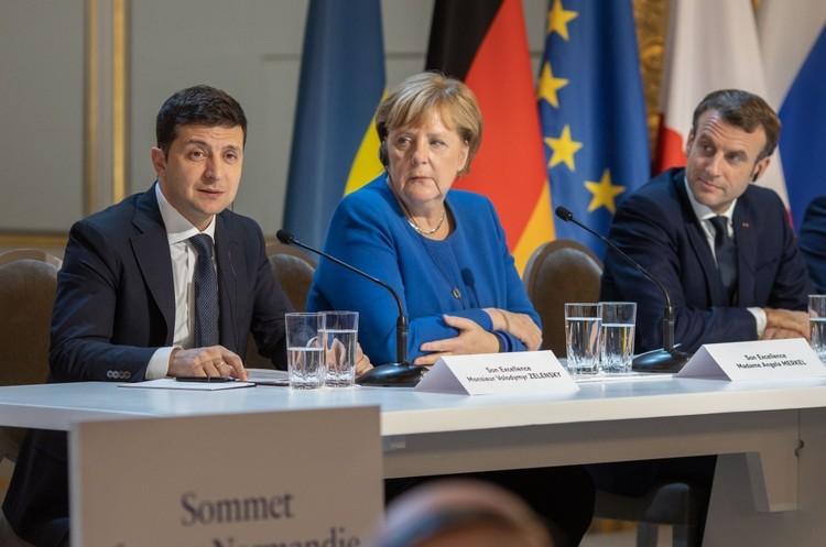 Меркель підтримує перегляд Мінських угод: «скам'янілий документ треба оживити»