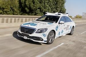 Daimler і Bosch запустили сервіс безпілотних таксі