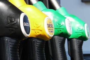 Мережі АЗС OKKO і WOG за тиждень знизили вартість бензину і дизельного палива на 80 коп