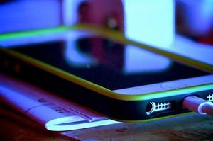 Продажі iPhone в Китаї обвалились на понад 35%