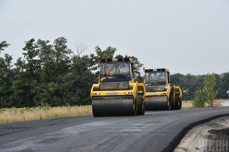 Наввипередки з катком: навіщо в Україні хочуть запровадити контроль якості дорожніх робіт
