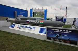 Індія за один день провела випробування ракети BrahMos наземного та повітряного базування