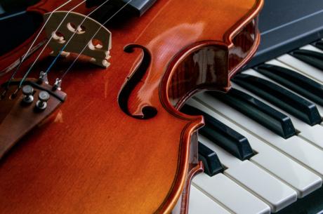 Зрелость и юность, рояль и скрипка: как презентуют академическую музыку в Киеве