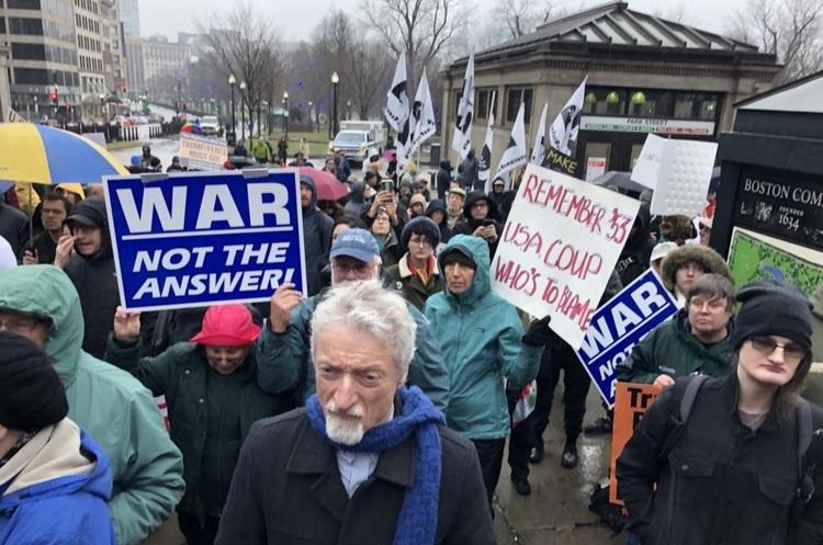 «Солідарність з Іраном та Іраком»: в містах США пройшли мітинги проти війни