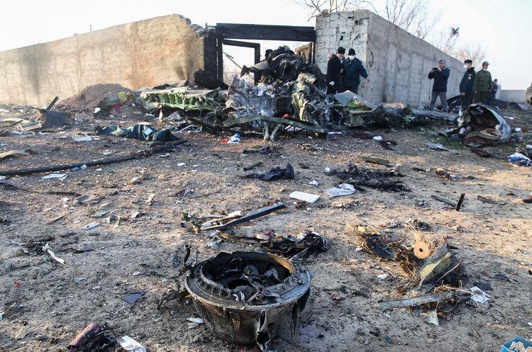 На борту  літака МАУ, який розбився в Тегерані, було 15 українців – джерело