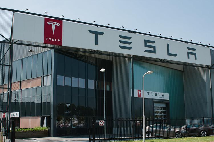 Ринкова вартість Tesla стала вищою за вартість GM і Ford разом узятих