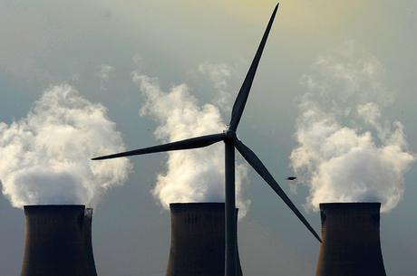 «Зелено-жадно»: почему альтернативная энергетика не спасает окружающую среду
