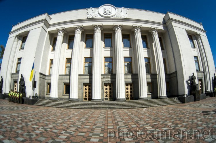 Парламент попередньо ухвалив зміни до Конституції щодо створення допоміжних органів ВР