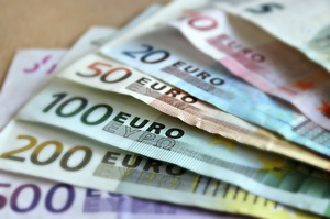Відсьгодні Ощадбанк знизив відсоткові ставки за депозитами для фізичних осіб