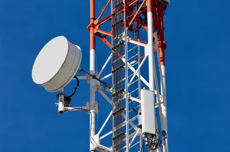 АМКУ дозволив перерозподіл радіочастот між найбільшими мобільними операторами України