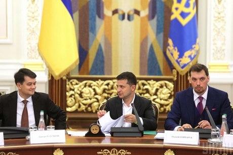 Принуждение президента: почему Зеленского заставляют менять кадры