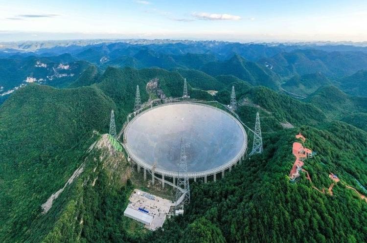 В Китаї почав працювати найбільший у світі телескоп (ФОТО)