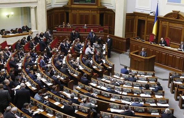 Верховна Рада схвалила скорочення кількості депутатів від 450 до 300 – в першому читанні
