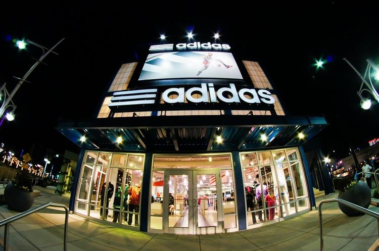 Adidas закриває «значну» кількість магазинів у Китаї через коронавірус