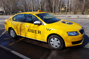 Українці дещо краще ставляться до мобільних сервісів таксі – опитування