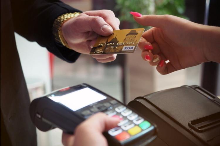 Кожна четверта активна платіжна картка в Україні – безконтактна або токенізована