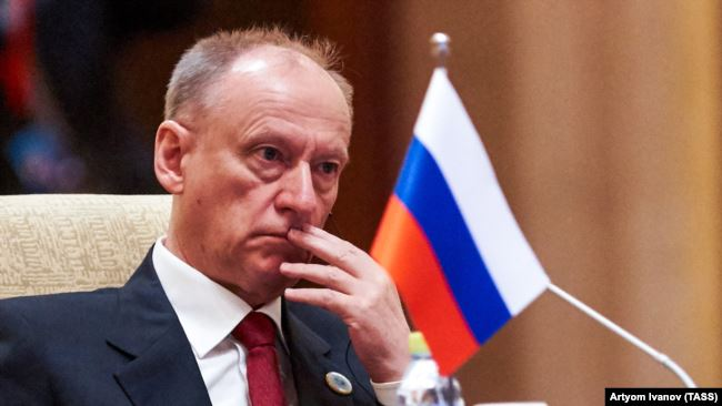 Коли Зеленський був в Омані, туди ж прилітала і «друга людина після Путіна» в РФ – «Схеми»