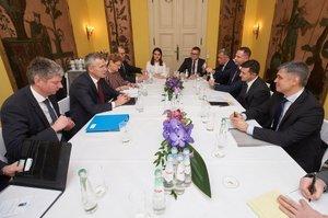 «Реформи, над якими ми працюємо, наближають Україну до НАТО», - зустріч Зеленського із Столтенбергом