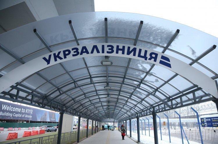 Поїзди затримуються в Західній Україні через бурю – «Укрзалізниця»