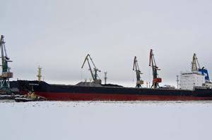 Іспанський суд продасть два заарештовані російські судна