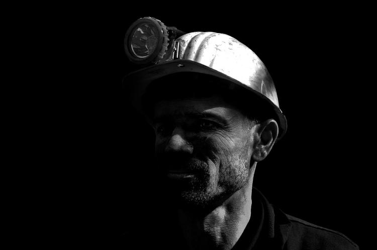 Зеленський просить погасити борги із зарплати шахтарям