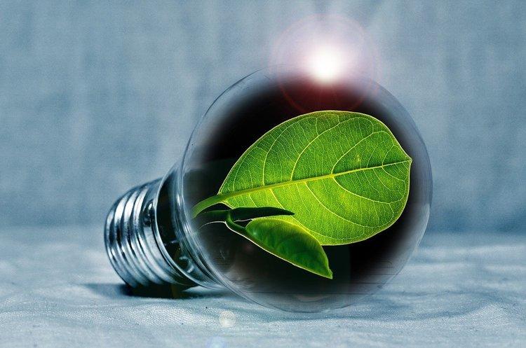 Сонце світить, вітер дме: де і як зберігати «зелену» енергію в Україні