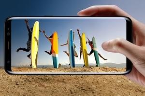 Євросоюз хоче змусити виробників смартфонів зробити батареї змінними