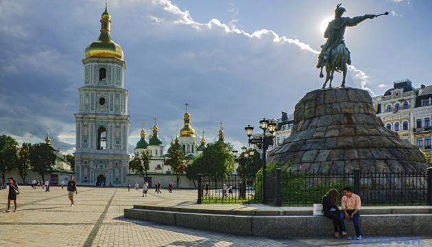Київ закриває всі заклади торгівлі, крім продуктових, аптек та АЗС