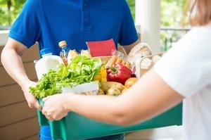 Rozetka, АТБ та Нова Пошта запустили доставку продуктів додому