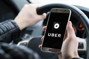 Uber перевозитиме медпрацівників до лікарень безкоштовно