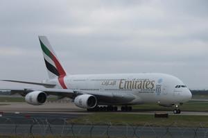 Emirates повністю припиняє пасажирські перевезення на два тижні