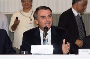 Президент Бразилії закликав припинити коронавірусну «істерію» та повернутись до роботи