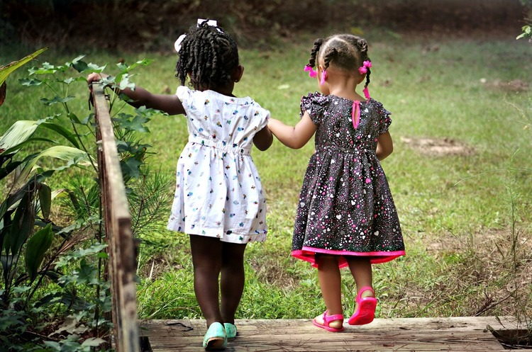 Діти значною мірою захищені від СOVID-19, що робить їх «прихованими» розповсюджувачами