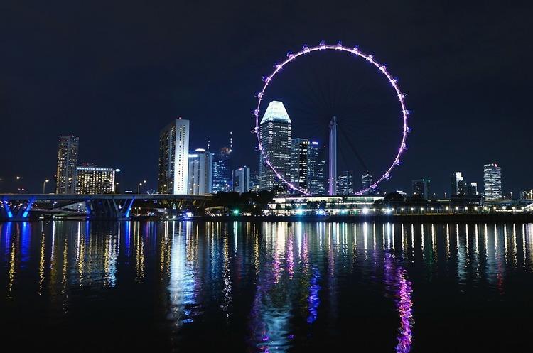 У Сінгапурі штрафуватимуть та ув'язнюватимуть людей, які не триматимуть дистанцію в 1 м