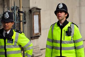 В Британії саджатимуть тих, хто умисно заражає коронавірусом працівників екстрених служб