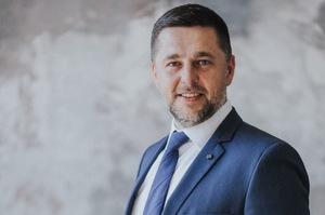 Дружина в.о. міністра енергетики отримує мільйон зарплати в холдингу Ахметова