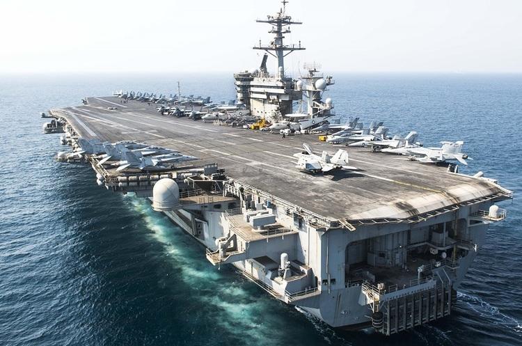 Авіаносець ВМС США терміново повертається на базу через спалах коронавірусу на борту