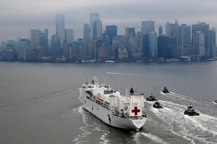 Госпітальне судно прибуло в Нью-Йорк, щоб допомогти в боротьбі з коронавірусом
