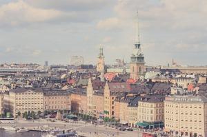 Запізнілий карантин у Швеції: вчений прогнозує, що у квітні коронавірусом заразиться 50% населення