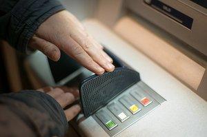 Клієнти ПУМБ зможуть оформити страховку від шахрайства по картковим рахункам
