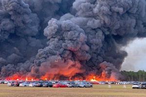 Пожежа в аеропорту Флориди знищила 3500 автомобілів (ФОТО)