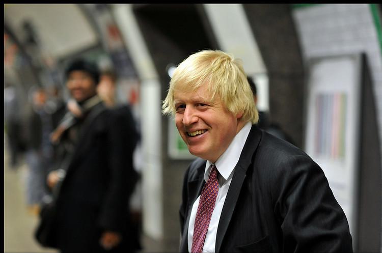 Борис Джонсон перебуває в стабільному стані та доброму гуморі, пневмонії у нього немає
