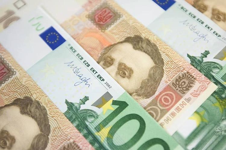Найбільші українські банки поновили видачу готівкової валюти