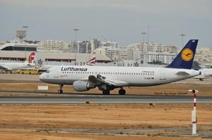 Lufthansa втрачає близько 1 млн євро щогодини через коронавірус