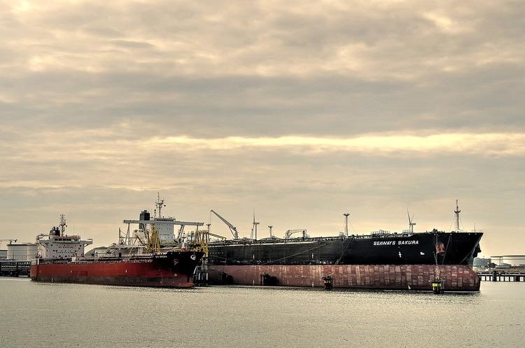 WSJ: флот саудівських танкерів, який іде до США, обвалить весь ринок нафти