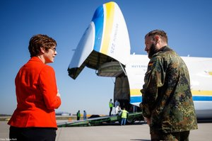 Український АН-225 «Мрія» доставив у Німеччину 10 мільйонів медичних масок (ВІДЕО)