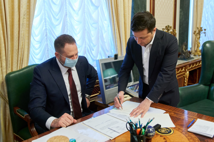 Зеленський підписав закон про обіг земель сільськогосподарського призначення