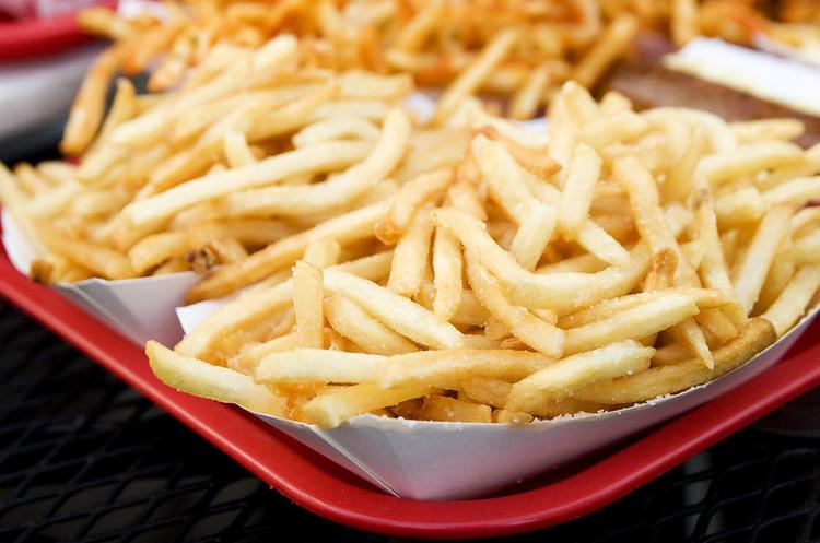Бельгійців закликали збільшити споживання картоплі фрі під час пандемії