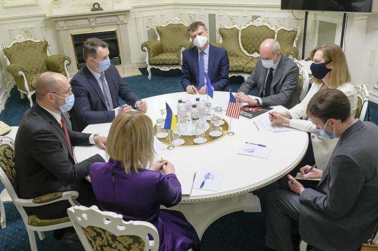 Кабмін пояснив, на яких умовах відправить українських заробітчан за кордон