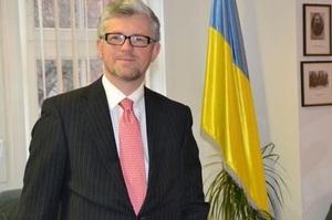 Екс-канцлер Німеччини пропонує зняти з Росії санкції, український посол відреагував